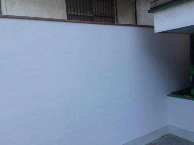 白い壁 施工